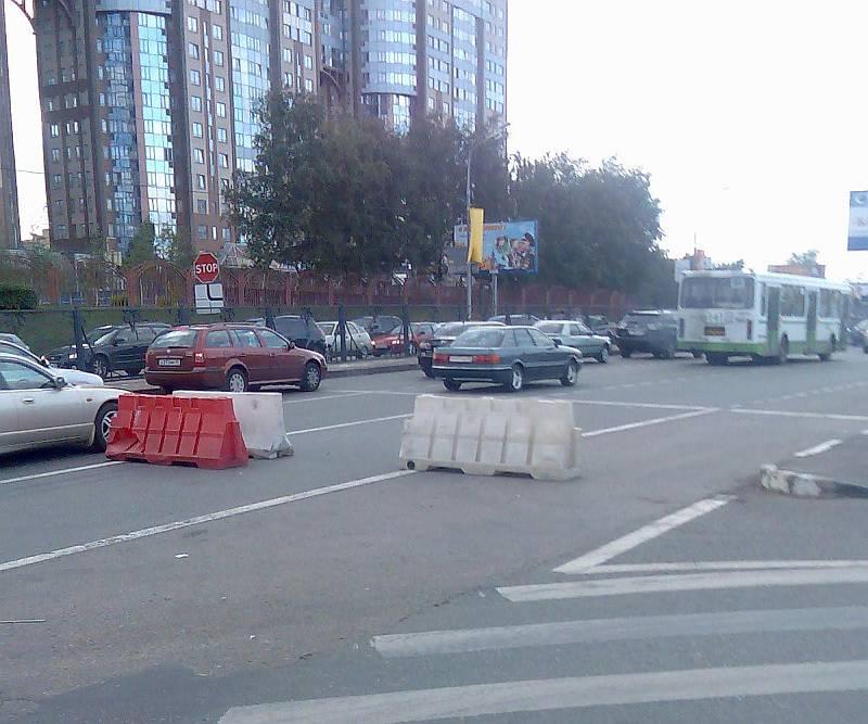 Как уже говорил, абсолютно свободное движение для съезжающих с Кутузовского проспекта на Рублёвское шоссе и...