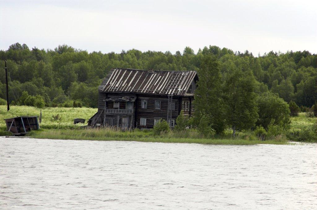 Осматривать окрестности онежского озера